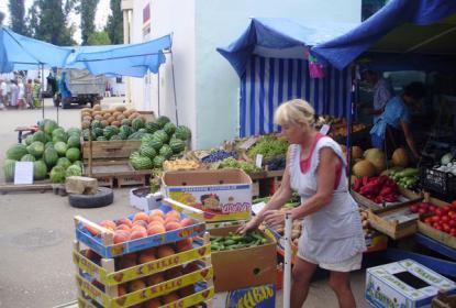 На базаре всегда самые свежие овощи и фрукты